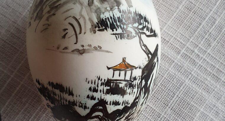 Sehr schönes, bemaltes Ei von CHINA mit Sockel
