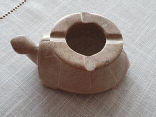 Aschenbecher aus Stein in Form einer Schildkröte