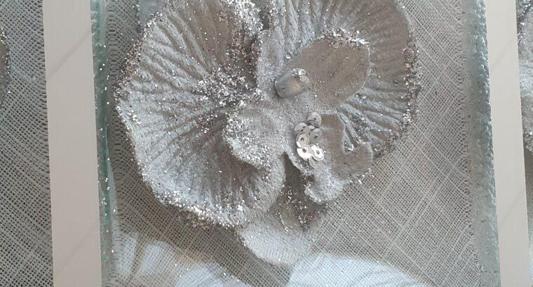 Sehr dekorativer und schöner Untersatz für Servierplateau