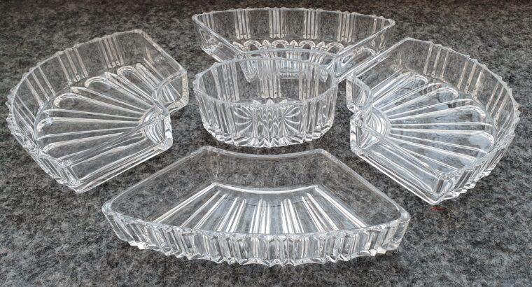 Sehr schönes, verrsilbertes Servierplateau mit 5 Kristalleinlagen