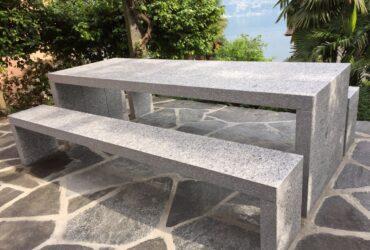 Granittisch Purist aus Tessiner Gneis hell