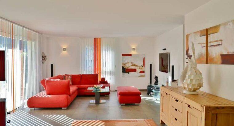 Grosszügiges und gepflegtes Einfamilienhaus an gut besonnter, kinderfreundlicher Wohnlage! zu vermieten