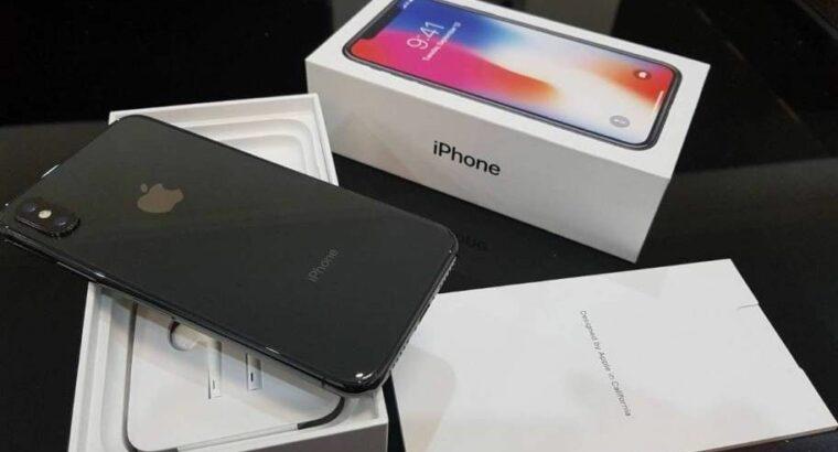 Apple Iphone X 256GB mit Belkin Wireless Ladepad entsperrt