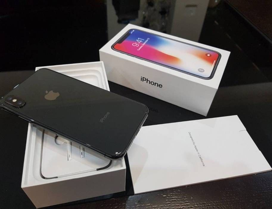Apple Iphone X 256GB mit Belkin Wireless Ladepad entsperrt