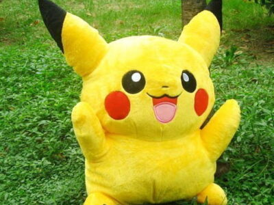 Pokémon Pikachu Plüschfigur Plüschtier Kuscheltier Geschenk Fan Fanartikel Kind Kinder Frau Freundin TV Serie Kino